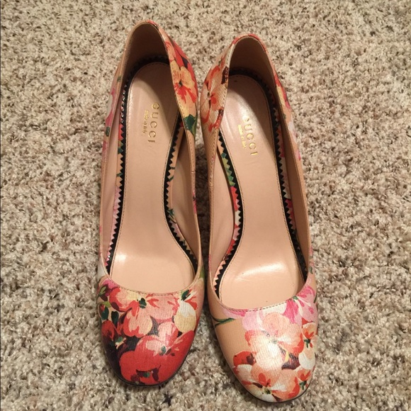 12f83457113 Gucci Shoes - Gucci floral print heels size 37